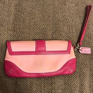 Coach Bags - ⬇️price drop!! Coach pink wristlet